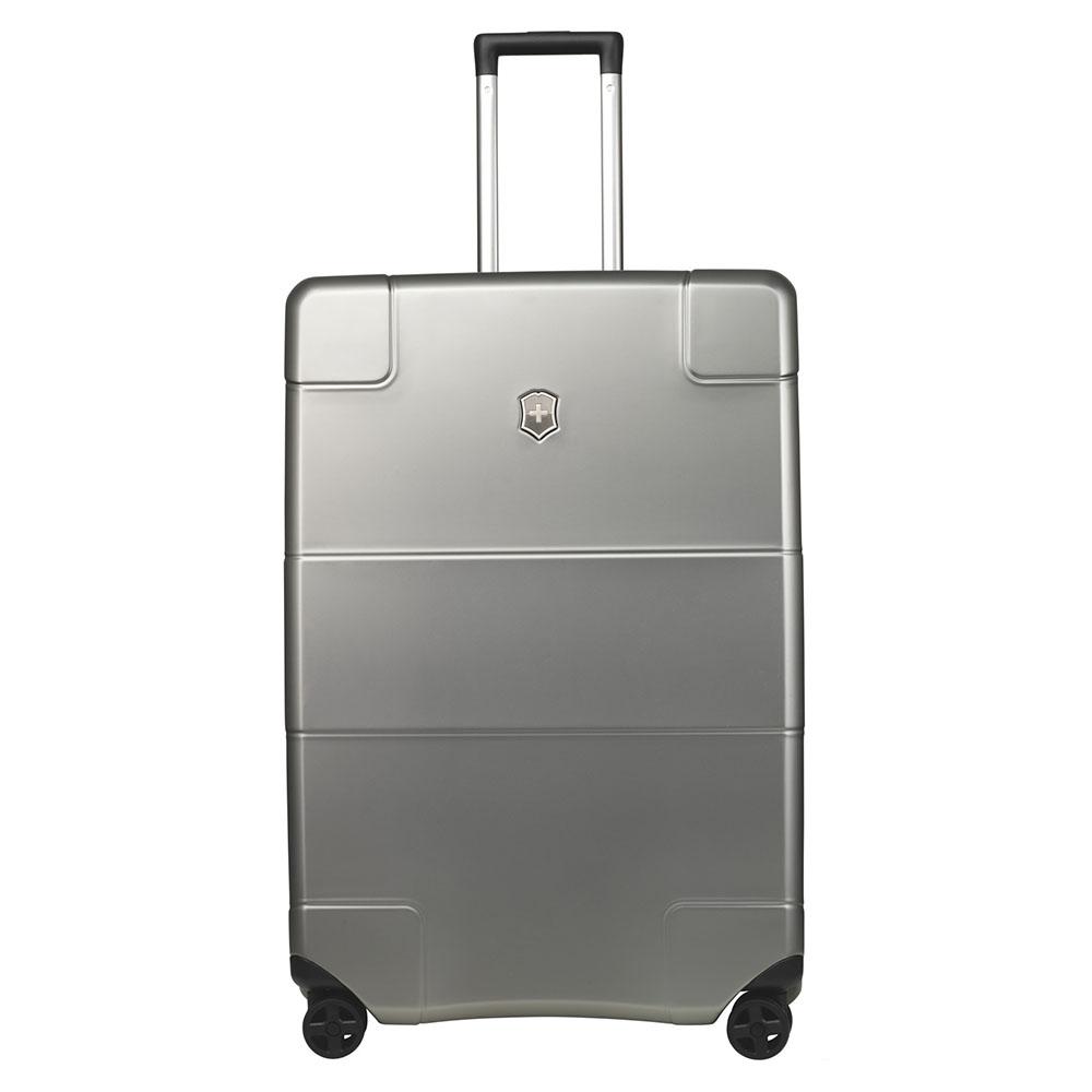 Victorinox Lexicon Hard Side Large Case 75 Titanium <br/>€ 525.00 <br/> <a href='http://tc.tradetracker.net/?c=10737&m=395139&a=107398&u=http%3A%2F%2Fwww.bagageonline.nl%2Fvictorinox-lexicon-hard-side-large-case-75-titanium.html%3Futm_campaign%3Dfeed' target='_blank'>Bestellen</a>