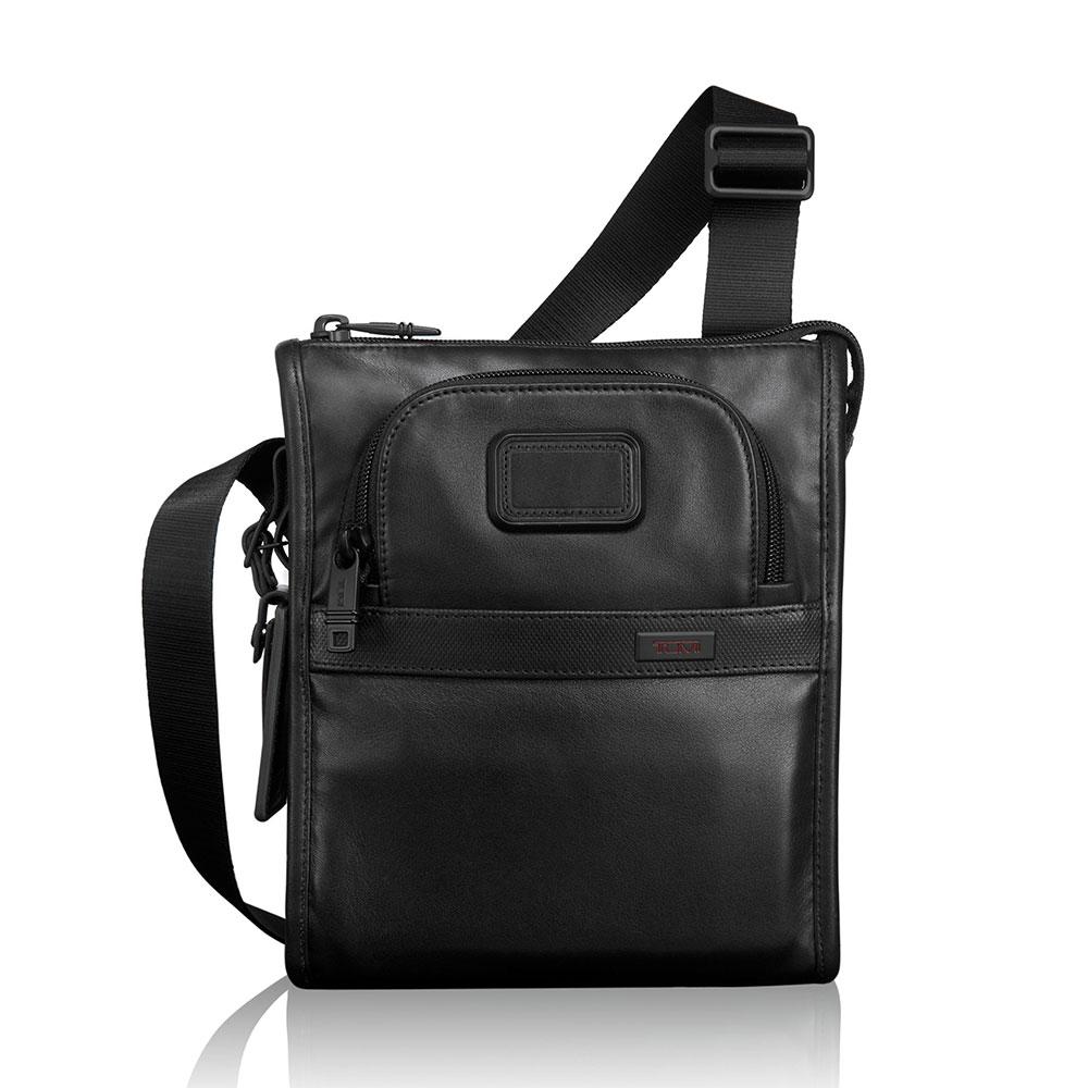 Tumi Alpha 2 Travel Pocket Bag Small Black <br/>€ 265.00 <br/> <a href='http://tc.tradetracker.net/?c=10737&m=395139&a=107398&u=http%3A%2F%2Fwww.bagageonline.nl%2Ftumi-alpha-2-travel-pocket-bag-small-black.html%3Futm_campaign%3Dfeed' target='_blank'>Bestellen</a>