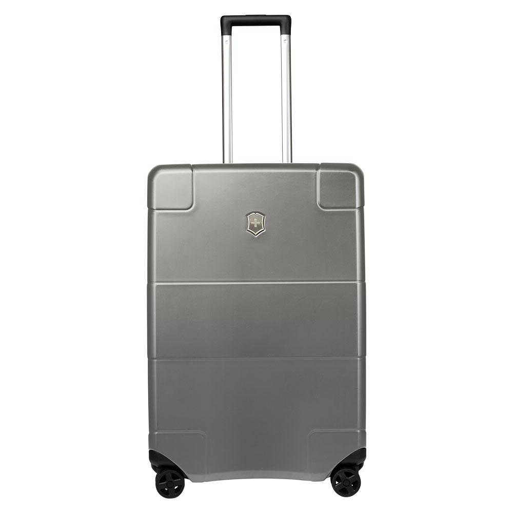 Victorinox Lexicon Hard Side Medium Case 68 Titanium <br/>€ 495.00 <br/> <a href='http://tc.tradetracker.net/?c=10737&m=395139&a=107398&u=http%3A%2F%2Fwww.bagageonline.nl%2Fvictorinox-lexicon-hard-side-medium-case-68-titanium.html%3Futm_campaign%3Dfeed' target='_blank'>Bestellen</a>