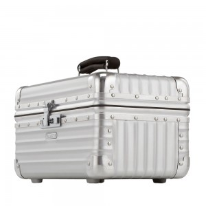 Rimowa Classic Flight Beautycase Aluminium